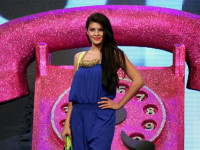 Jacqueline Fernandez plays double role in 'Roy'?