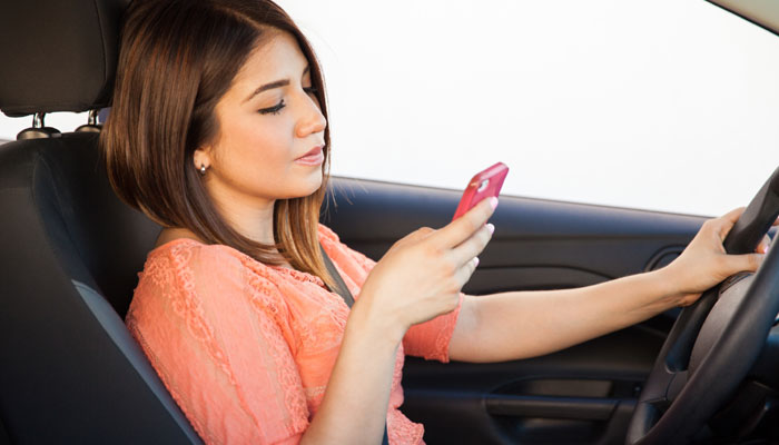 70% people use smartphones while driving: Study