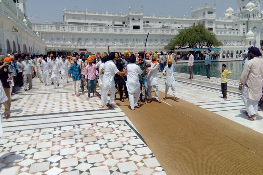 CLASH BETWEEN SGPC TASK FORCE AND A SIKH GROUP IN GOLDEN TEMPLE COMPLEX