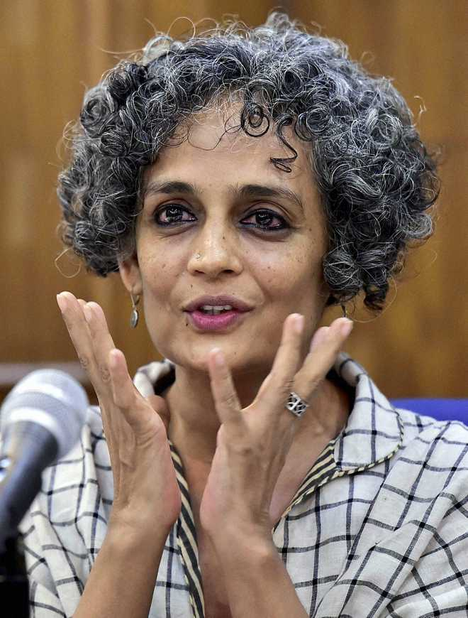 arundhati roy and chi li slays the With bonus: arundhati roy - 01 - introduction by howard zinn arundhati roy - 02 - dangerous things arundhati roy - 03 - suspicion of nationalism arundhati roy - 04 - the world in other terms arundhati roy - 05 - commerce in grief arundhati roy - 06 - many septembers arundhati roy - 07.