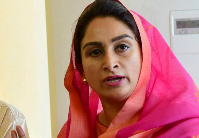 Harsimrat dares AAP and Congress, Forge pre poll alliance instead of working on secret seat sharing arrangement