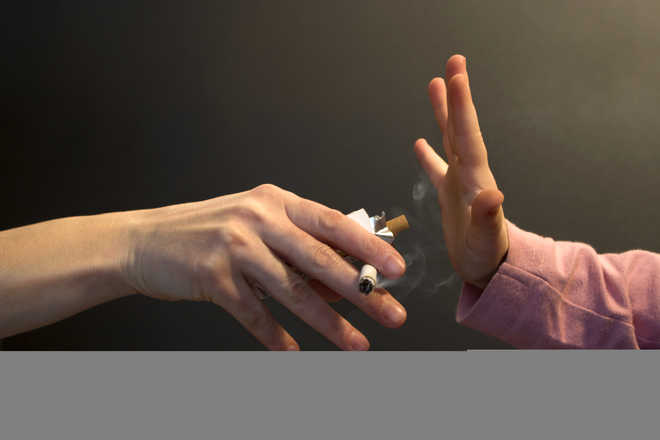 Smoking costs $1.4 tn in health care, labour loss