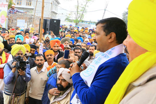 Badals and Amarinder never gave any heed to the woes of border area: Kejriwal