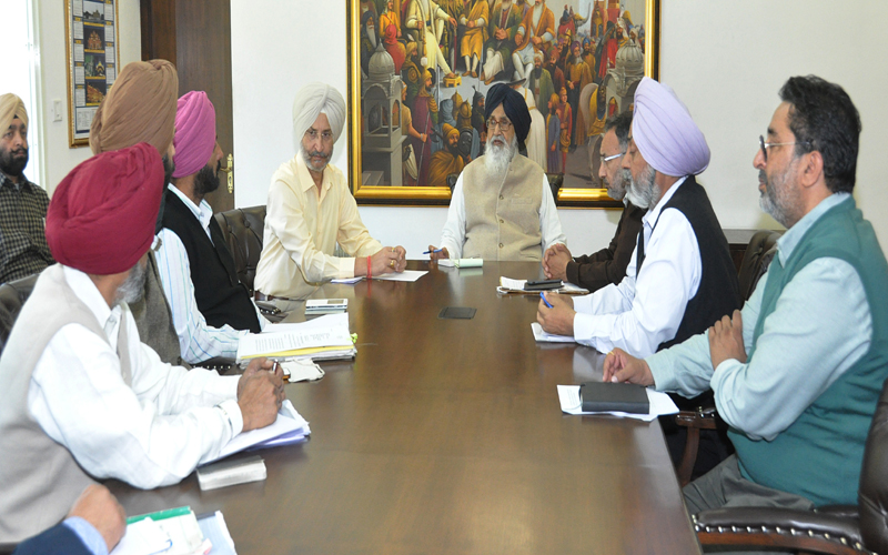 BADAL REVIEWS PREVAILING SITUATION DUE TO LOW PRICES OF POTATO