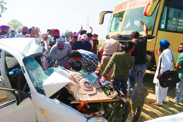 4 dead in bus-car collision in Barnala