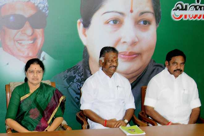 Sasikala gets 'hat' as poll symbol, 'electric pole' for Panneerselvam
