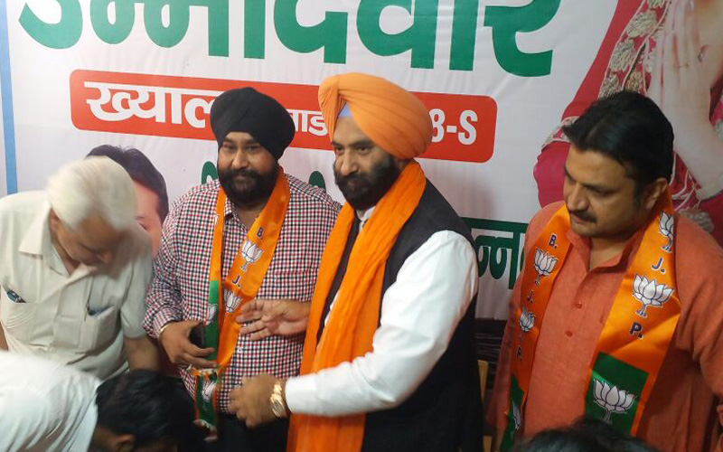 TWO AAP MCD CANDIDATES JOIN BJP IN PRESENCE OF SIRSA