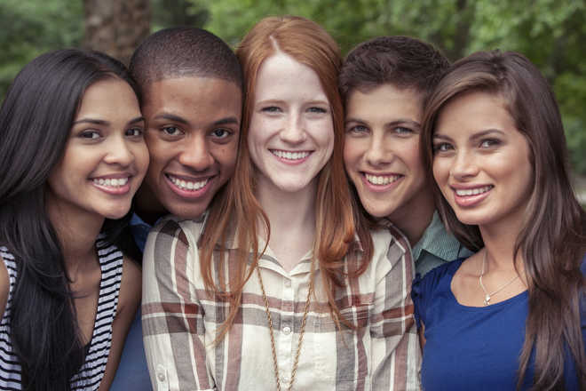 Faces of friends look happier than those of strangers: study