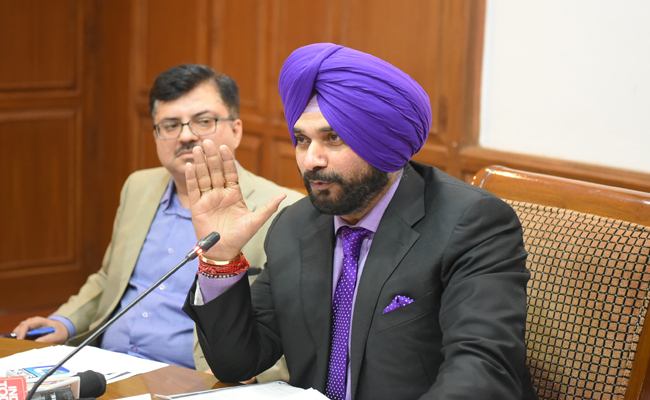 BADALS MOST CORRUPT FAMILY, SAYS SIDHU