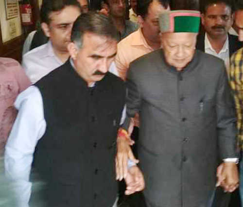 Rahul removes Sukhu as HP campaign chief, appoints Virbhadra instead