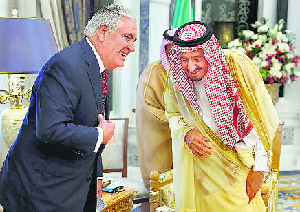 Tillerson in fresh bid to ease Gulf crisis, renews dialogue