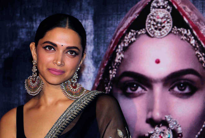 Mumbai cops enhance Deepika's security after 'nose-chopping' threat