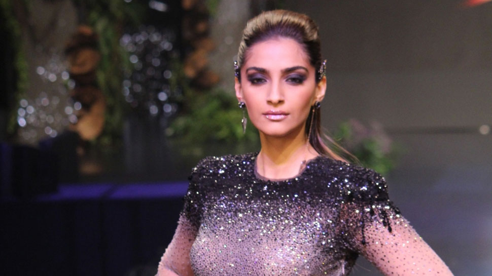 Attitude towards married actresses should be changed: Sonam Kapoor