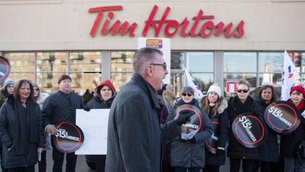 Wynne say workers shouldn't be used as 'pawns' in minimum wage fight