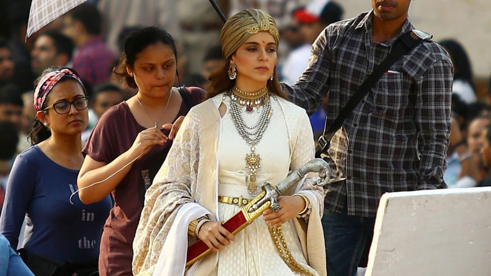 Manikarnika: Kangana Ranaut hurt and upset, says those spreading rumours are defaming Queen
